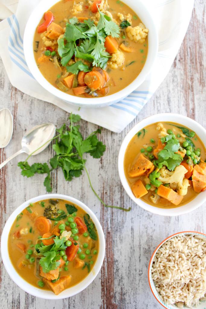 Süßkartoffel und Blumenkohl Thai Curry - vegan, glutenfrei, ohne raffinierten Zucker