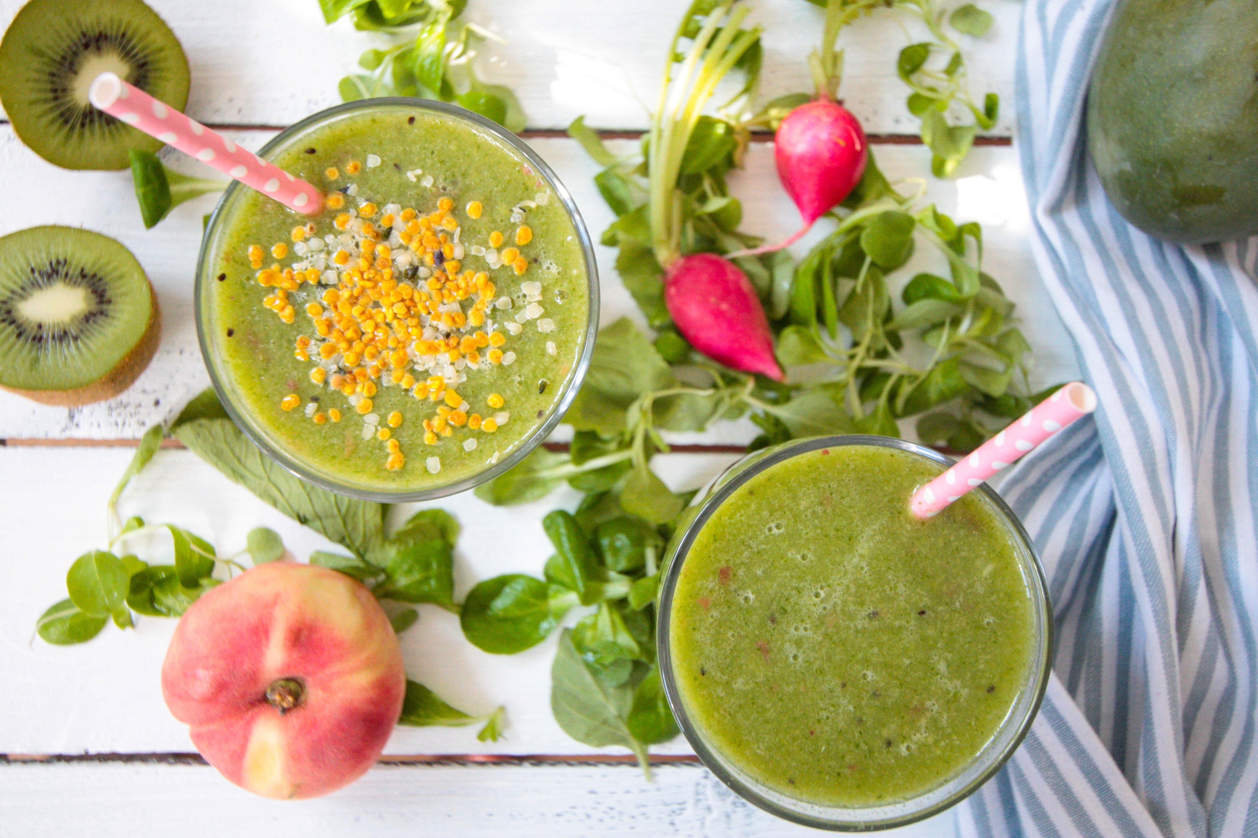 Erfrischender Grüner Smoothie mit Blütenpollen und Radieschenblättern