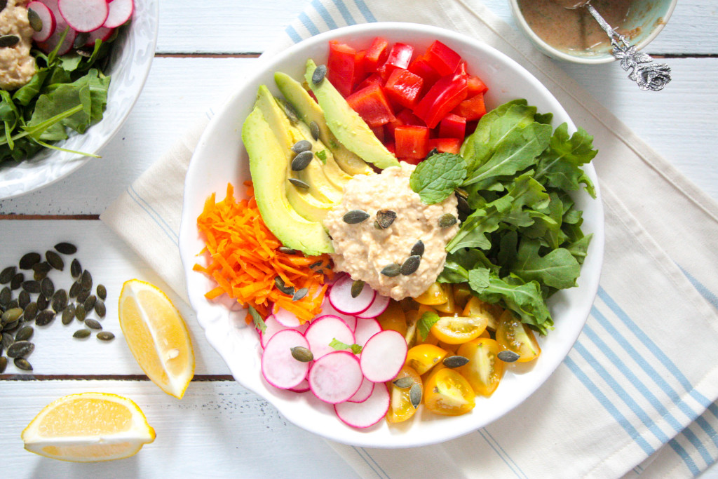 Hummus-Salat-mit-Tahin-Minze-Dressing