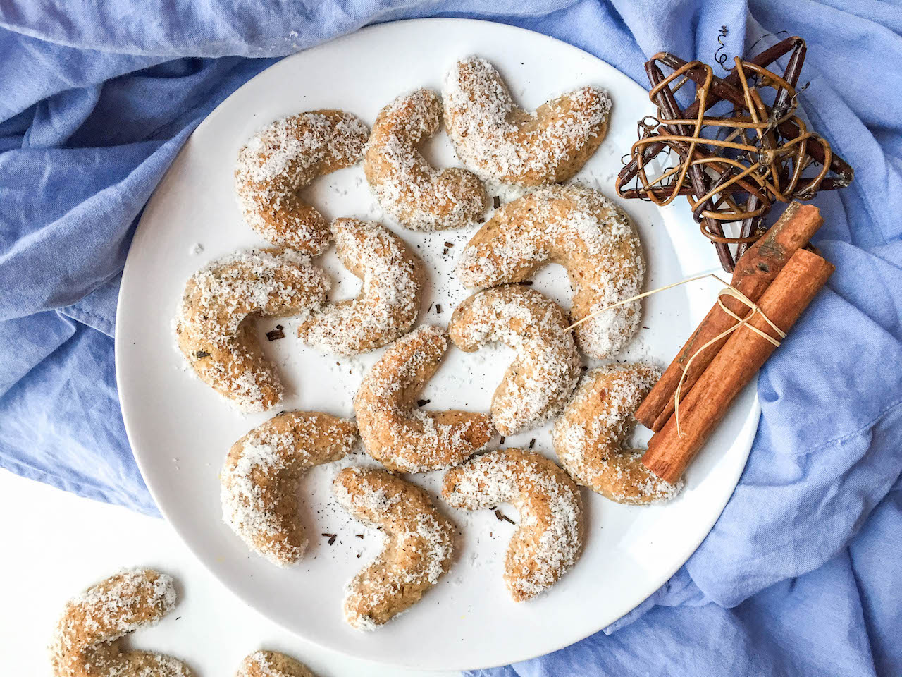 Gesunde Vanillekipferl - glutenfrei, vegan, ohne raffinierten Zucker - de.heavenlynnhealthy.com