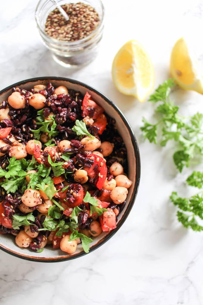 Gebackene Avocados mit Za'atar-Gewürz, Reis und Kichererbsen - vegetarisch, vegan, glutenfrei, ohne raffinierten Zucker - de.heavenlynnhealthy.com
