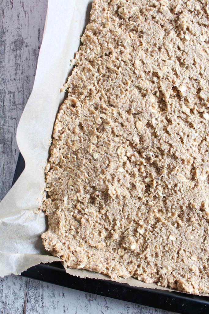 Gesunder Chia-Himbeer-Streuselkuchen - glutenfrei, ohne raffinierten Zucker, vegan, vegetarisch - de.heavenlynnhealthy.com