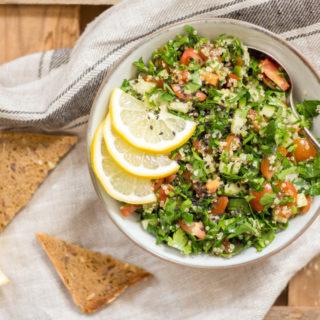 Quinoa-Taboulé mit Za'atar - gesund, glutenfrei, ohne raffinierten Zucker, rein pflanzlich, vegan - de.heavenlynnhealthy.com
