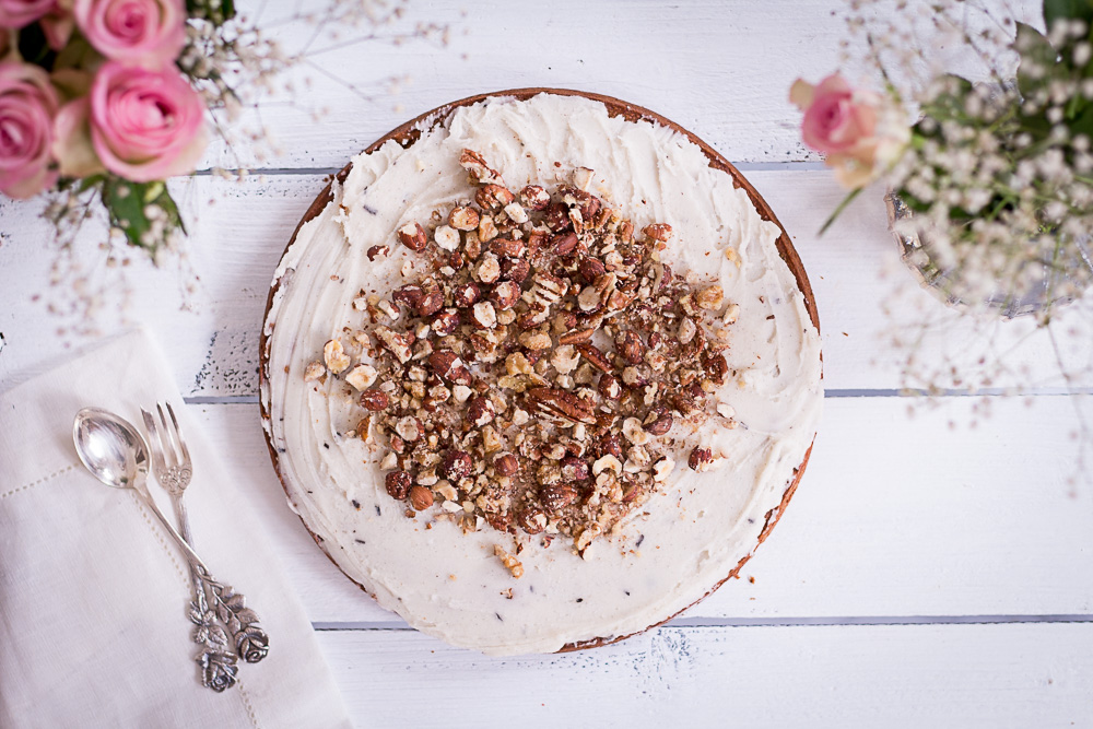 Der beste gesunde Carrot Cake - rein pflanzlich, vegan, glutenfrei, ohne raffinierten Zucker - de.heavenlynnhealthy.com