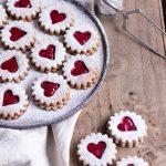Gesunde Spitzbuben-Plätzchen - rein pflanzlich, vegan, ohne raffinierten Zucker, glutenfrei - de.heavenlynnhealthy.com