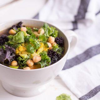 Grünkohl-Gemüsesuppe - rein pflanzlich, vegan, glutenfrei, ohne raffinierten Zucker - de.heavenlynnhealthy.com