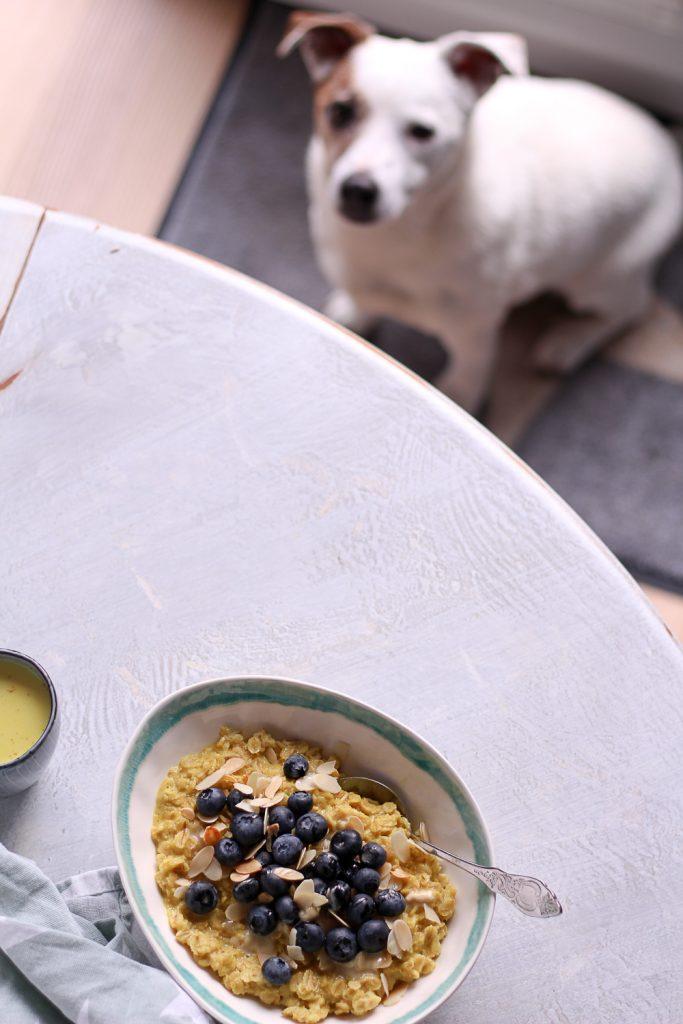 Kurkuma Porridge - rein pflanzlich, vegan, glutenfrei, ohne raffinierten Zucker - de.heavenlynnhealthy.com