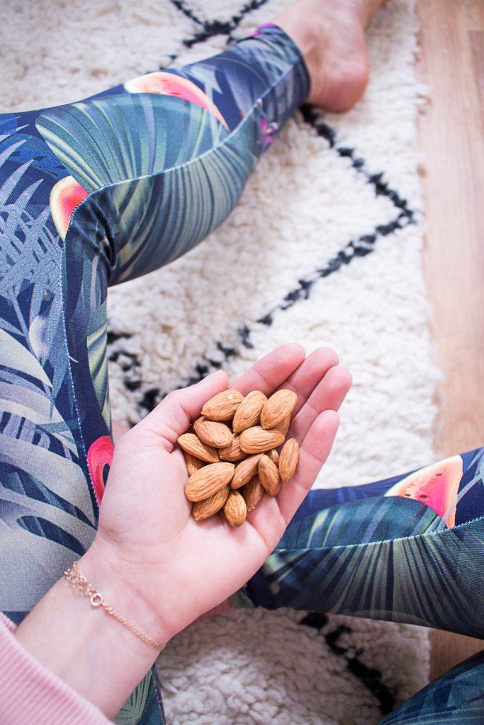 Natürliche Snacks: Mandeln als perfekter Snack für Büro, Uni oder unterwegs - heavenlynnhealthy.com