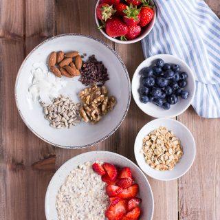 Overnight Oats - Mein Lieblings-Basisrezept - rein pflanzlich, vegan, glutenfreie Option, ohne raffinierten Zucker - de.heavenlynnhealthy.com