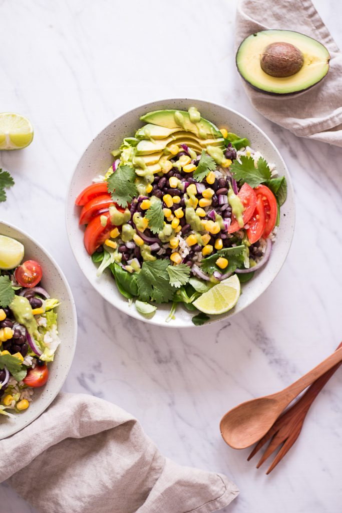 Schneller Mexikanischer Salat - rein pflanzlich, vegan, glutenfreie Option, ohne raffinierten Zucker - de.heavenlynnhealthy.com