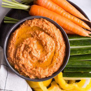 Gerösteter Paprika-Hummus - rein pflanzlich, vegan, glutenfreie Option, ohne raffinierten Zucker - de.heavenlynnhealthy.com