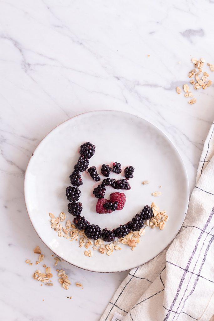 Pinker Antioxidantien-Smoothie - rein pflanzlich, vegan, glutenfreie Option, ohne raffinierten Zucker - de.heavenlynnhealthy.com