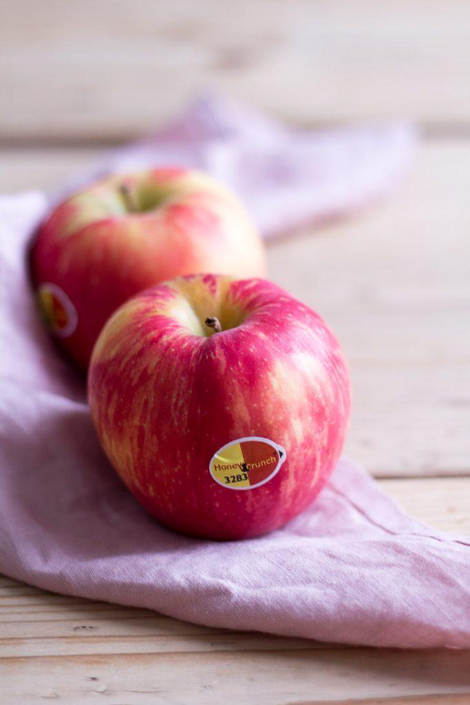 Apfel-Blumenkohl-Salat mit Rucola und Apfeldressing - rein pflanzlich, vegan, glutenfrei, ohne raffinierten Zucker - de.heavenlynnhealthy.com