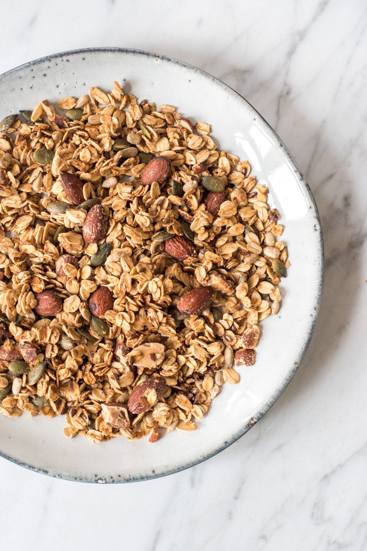 Pumpkin Spice Granola - rein pflanzlich, vegan, glutenfrei, ohne raffinierten Zucker - de.heavenlynnhealthy.com