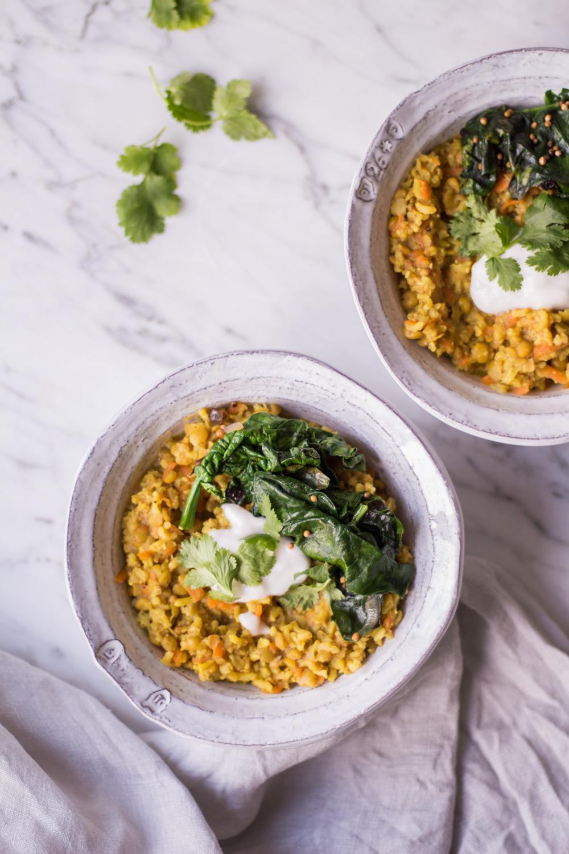 Ayurvedisches Kitchari mit Gemüse – ein reinigendes und entgiftendes Gericht perfekt für den Januar - rein pflanzlich, vegan, glutenfrei, ohne raffinierten Zucker - de.heavenlynnhealthy.com