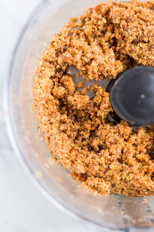 Gesunde Carrot Cake Energy Balls – rein pflanzlich, vegan, glutenfrei, ohne raffinierten Zucker - de.heavenlynnhealthy.com