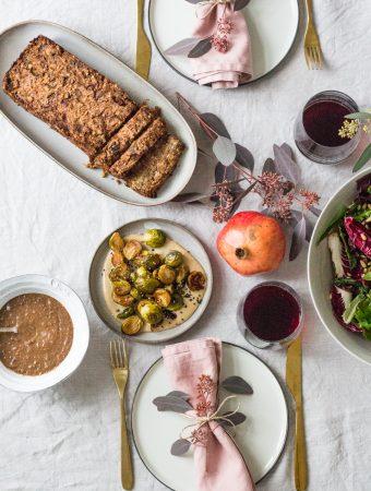 Mein veganes & glutenfreies Weihnachtsmenü 2019 – Maronen-Linsenbraten, die beste vegane Bratensauce, gerösteter Rosenkohl mit Tahin-Sauce & Lebkuchen-Brownies