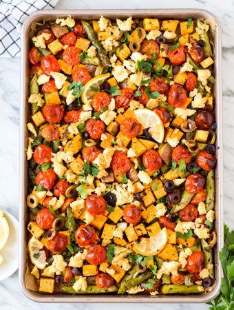 Schnelles Ein-Blech-Gericht mit Süßkartoffeln und grünem Spargel