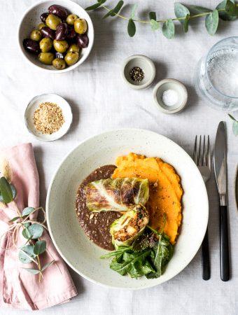 Kohlrouladen mit Quinoa-Füllung, Süßkartoffelstampf und Rotweinsauce (Weihnachtsmenü 2020)