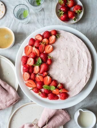 Pflanzlicher Erdbeerkuchen (no bake, vegan, glutenfrei)